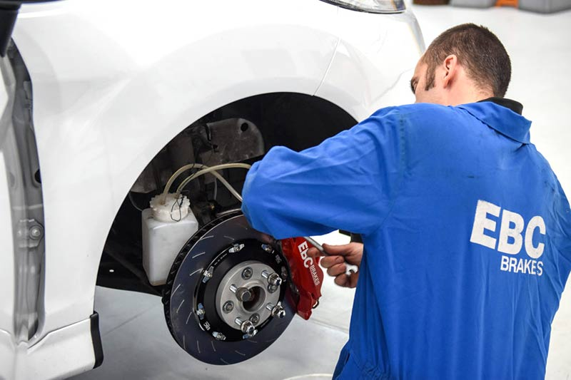 Brake pads and discs fitting